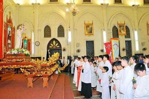 thánh lễ Phục sinh tại nhà thờ ở Việt Nam