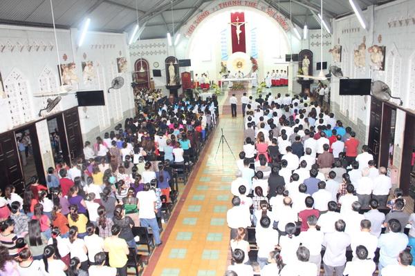 thánh lễ Phục sinh tại một nhà thờ ở Việt Nam