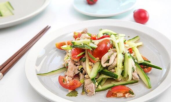 Gợi ý phương pháp làm gà trộn rau củ để giải ngán